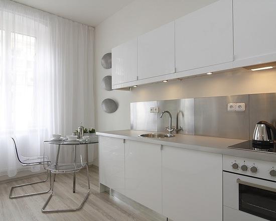 Parede branca lisa na parede da cozinha