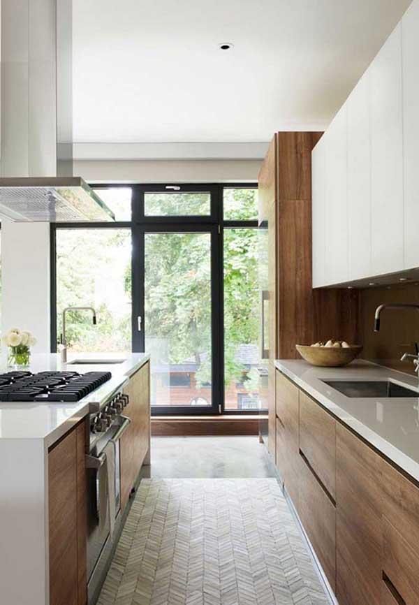Abertura de vidro para o quintal na cozinha
