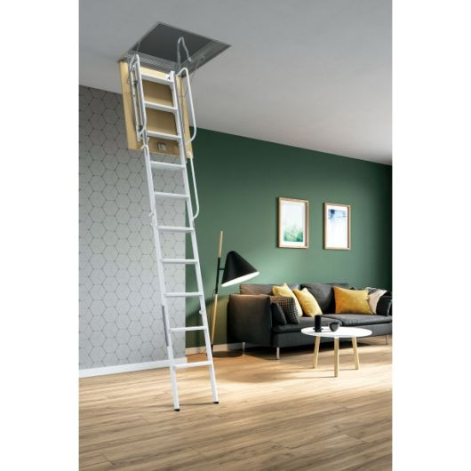 Escada em branco com alças laterais e possivel de dobrar