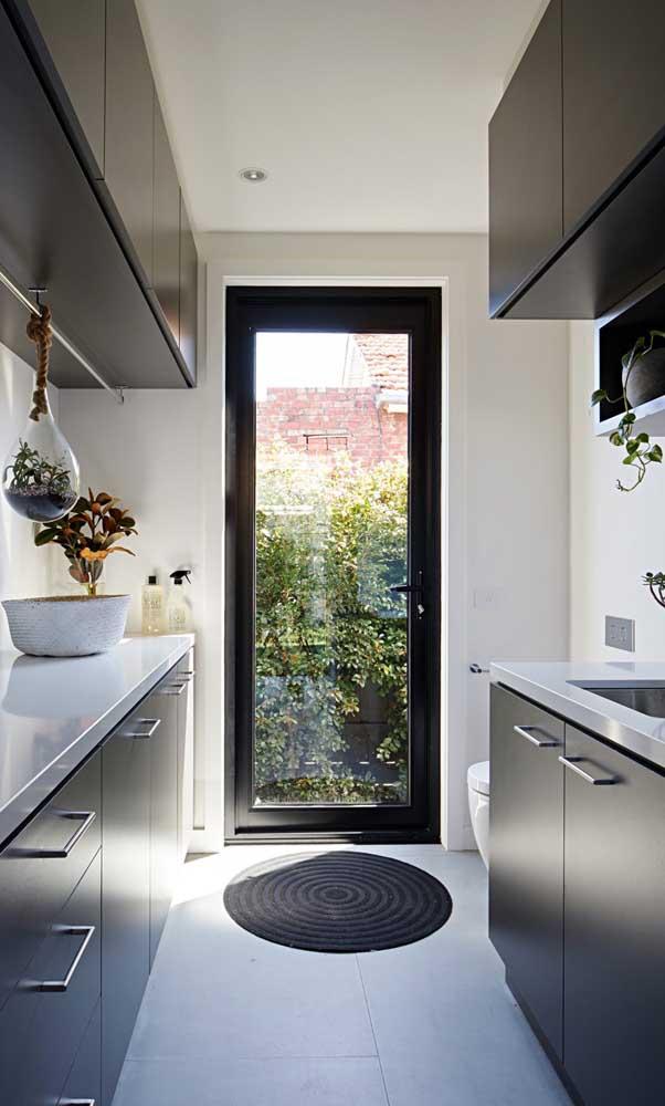 Porta simples de aluminio com vidro na cozinha