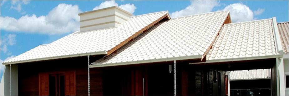 casa com telha francesa pintada de branco