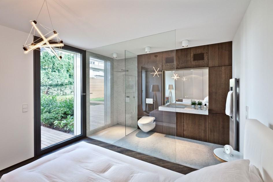 entrada de vidro para a suite do quarto