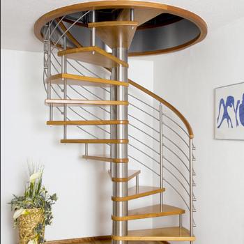 escada caracol para subir no sotão