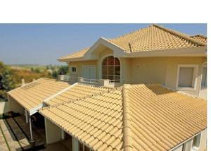 lindo telhado completamente esmaltado de telhas no molde frances