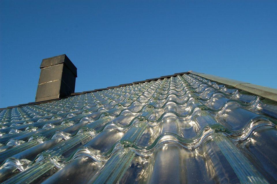 lindo telhado feito com telhas de vidro estilo francesa