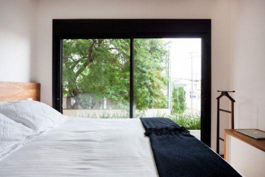porta balcão de vidro para quarto com moldura preta