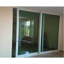 porta balcão de vidro para sala escura