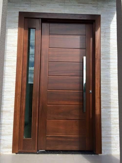 porta de madeira com vidro para quarto e maçaneta grande