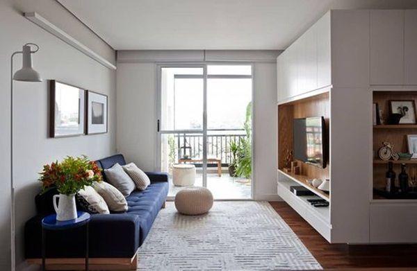 porta de vidro para sala simnples e com sofa azul