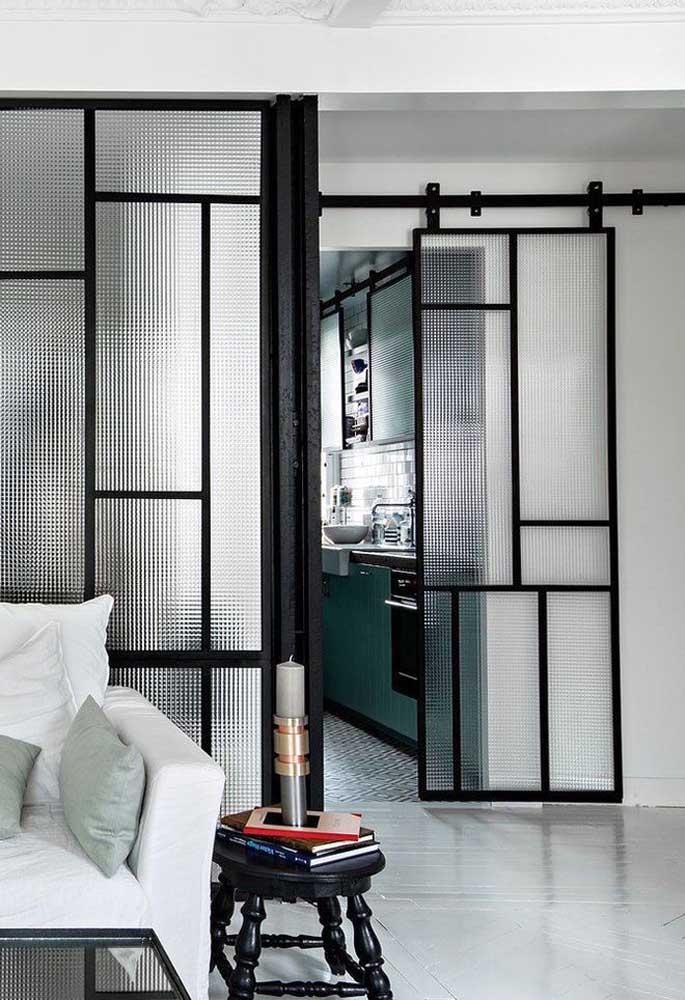 porta moderna com contornos em preto
