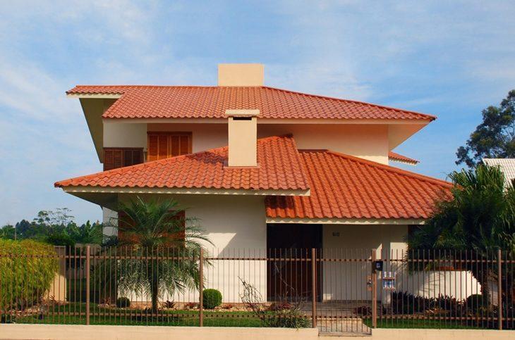 telha francesa de barro no telhado