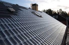 telhado completamente feito de telhas francesas de vidro