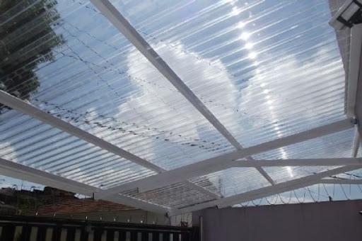 telhado de plastico com telhas