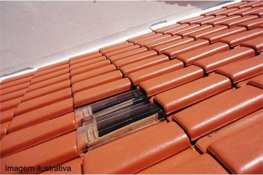 telhas de vidro francesas colocadas em telhado