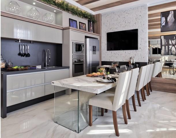 Cozinha americana com ilha e sala