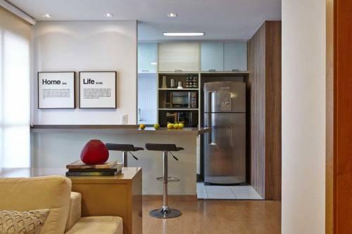 Cozinha americana com sala feita com simplicidade