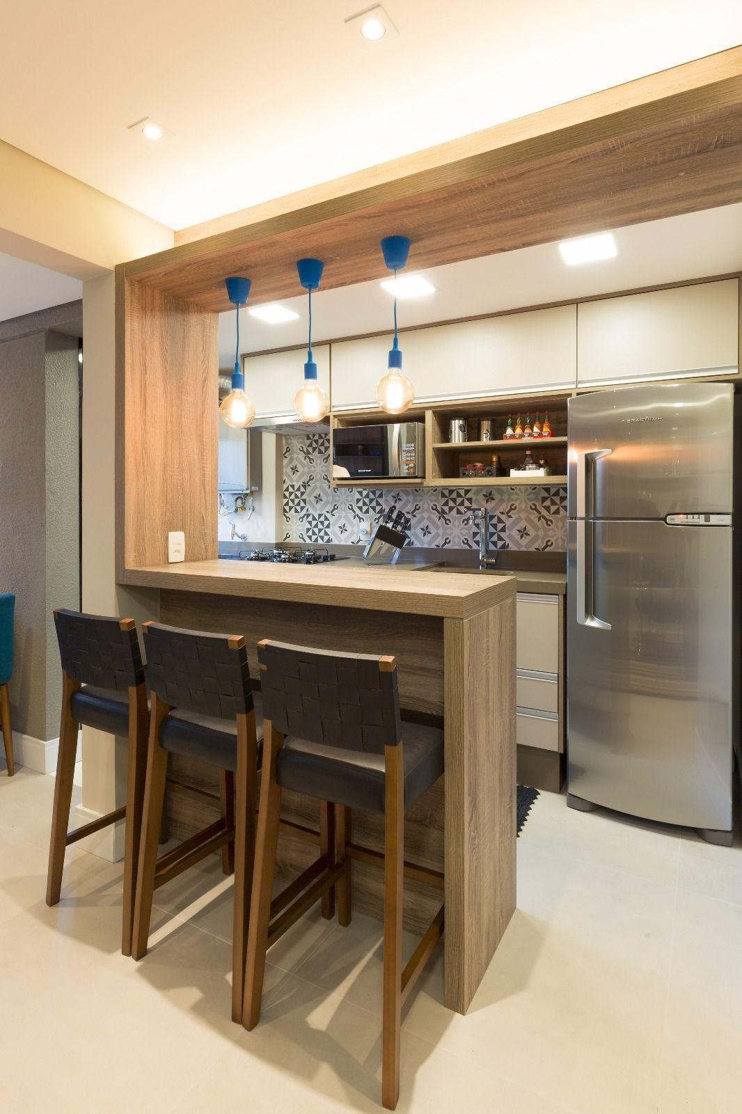 balcao de madeira na cozinha americana