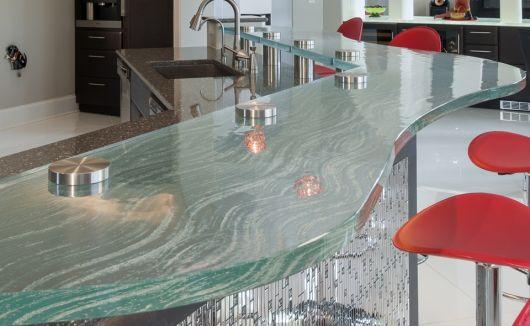 balcão ornamentado feito de vidro