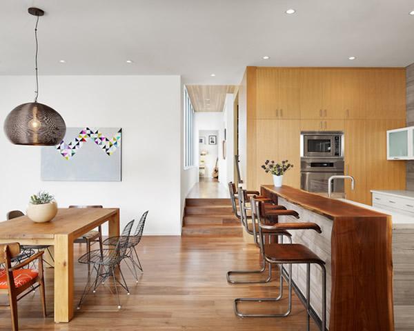 ilha colocada em uma cozinha no estilo americano