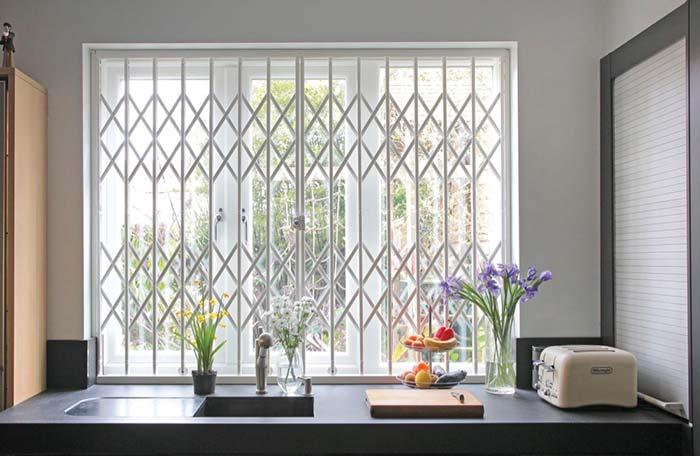 janela de aluminio branco para quarto com grade
