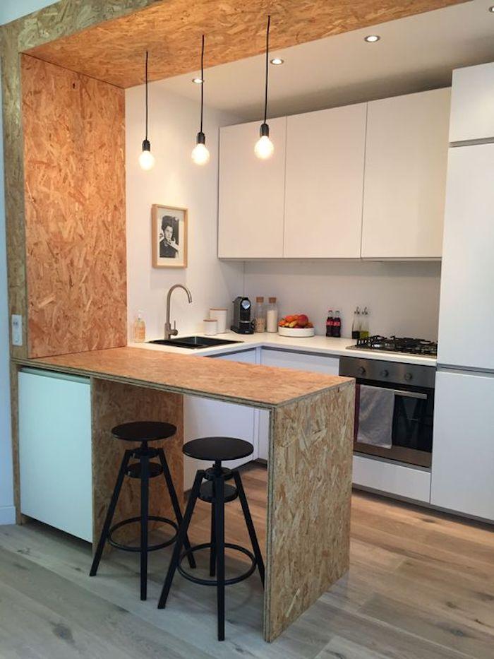 madeira clara constituindo um balcao de cozinha