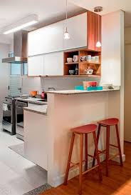 sala simples acoplada no mesmo ambiente que cozinha americana
