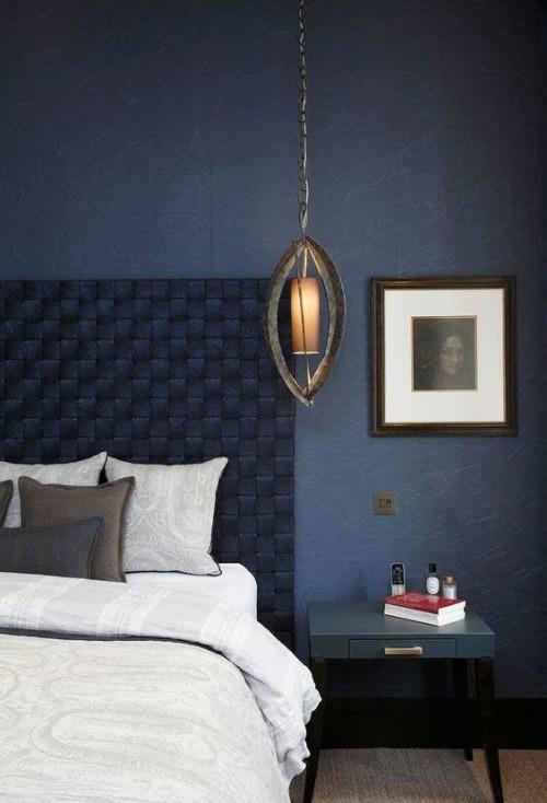 Azul marinho e detalhesm em cinza no quarto