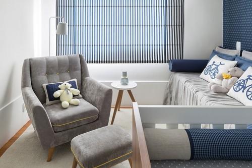 Cinza e azul marinho compondo um quarto de bebeb