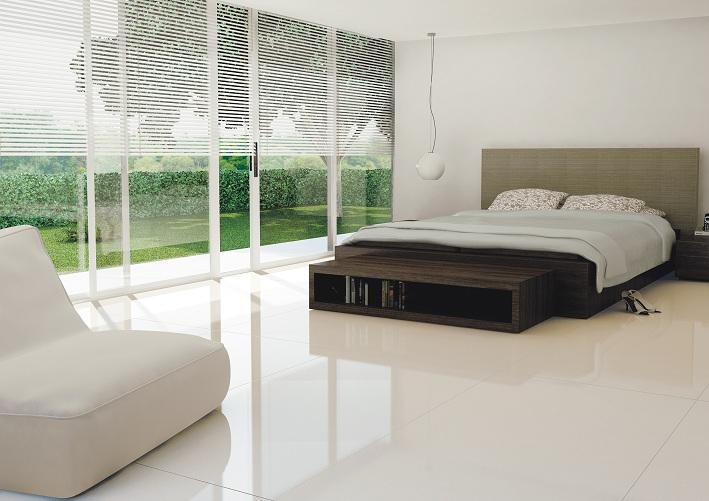 cerâmica branca no piso do quarto