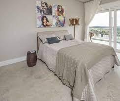 cerâmica cinza no piso do quarto