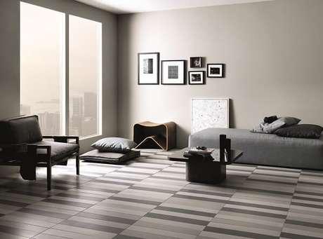 cerâmica com cores diferentes no piso do quarto