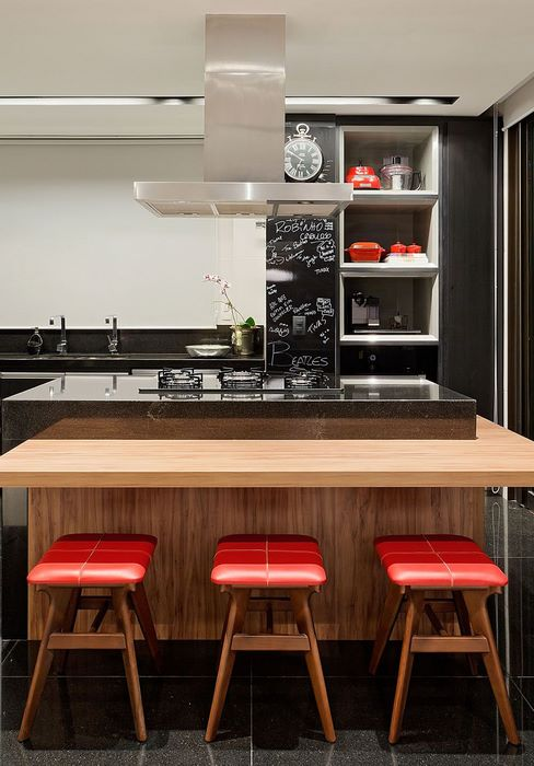 ilha de madeira com cooktop
