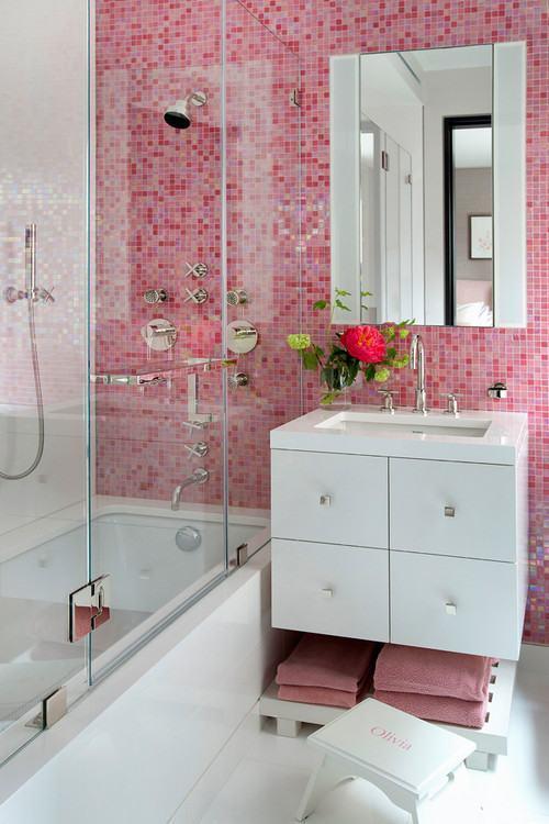 usando a cor rosa na cerâmica do banheiro feminino