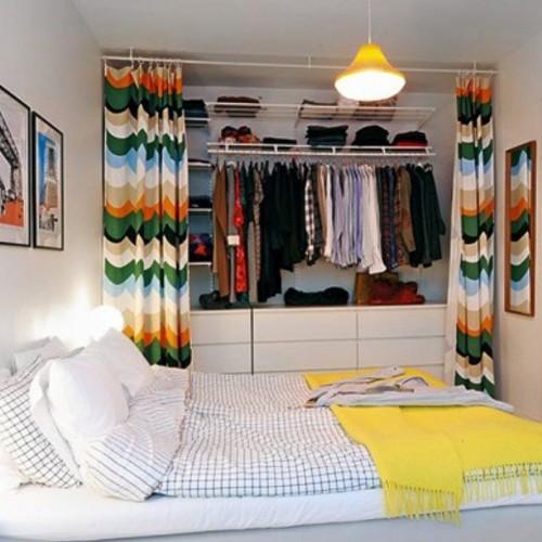 Cortinas coloridas no closet