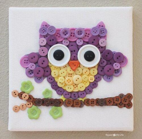 Coruja artesanal feita de botões