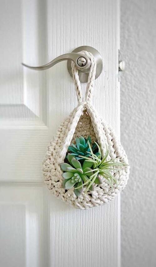Enfeite com crochê e plantas para a porta