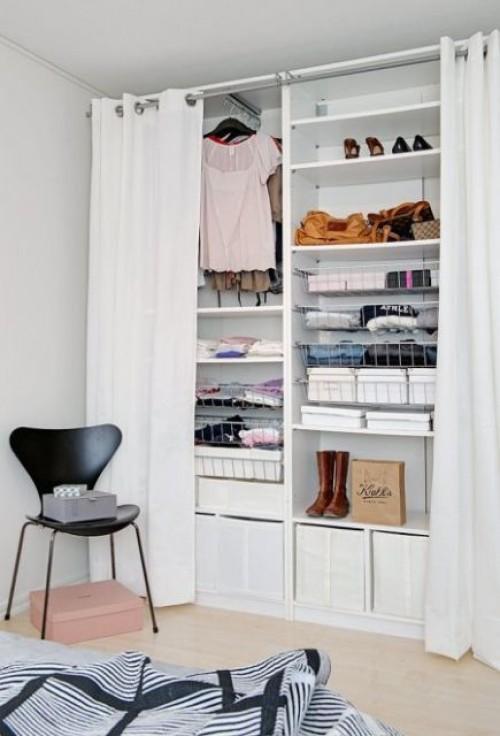 closet com corina pequeno e aberto
