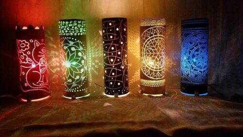 luminárias artesanais com formatos diferentes