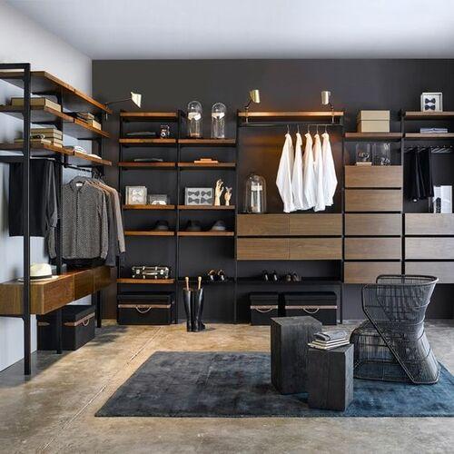 Closet marrom e preto modulado