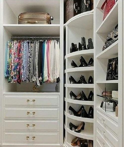 closet branco pequeno e modulado