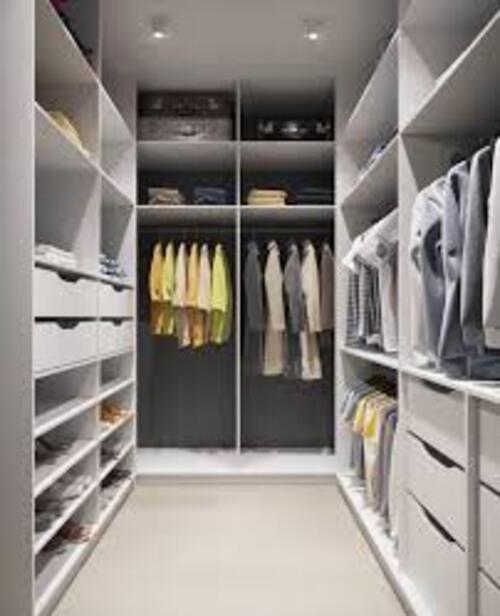 closet com diversos modulos branco