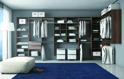 closet com gavetas em baixo e modulos em cima marrom e branco