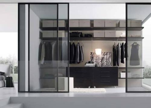 closet com portas de correr modulado e gavetas internas
