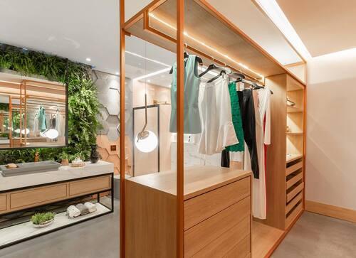 closet em marrom claro modulado para quarto de solteiro