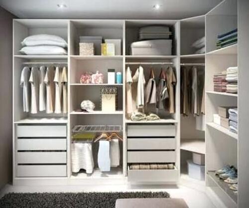 cor branca sendo usada em um closet modulado