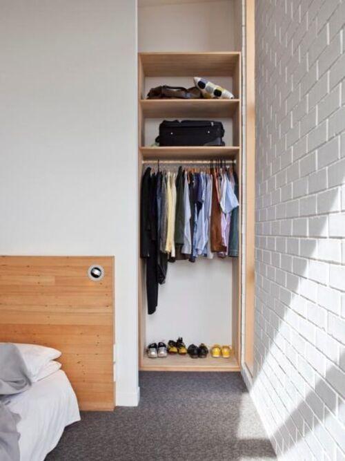 pequenos closet modulado para quarto de solteiro